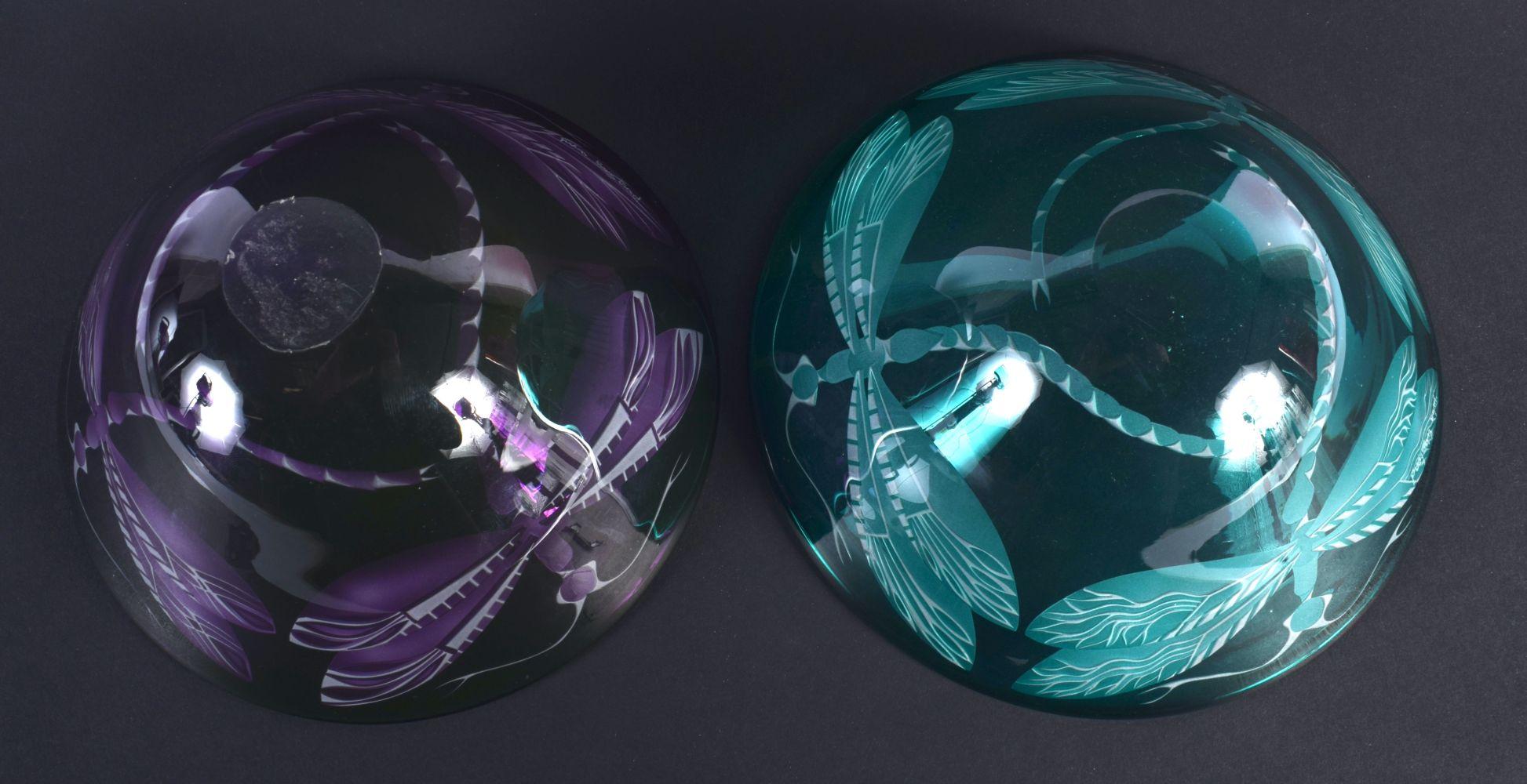 A PAIR OF CONTEMPORARY ART GLASS DRAGONFLY BOWLS. 13 cm diameter. - Image 3 of 3