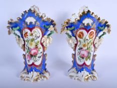 A LARGE PAIR OF 19TH CENTURY FRENCH PARIS PORCELAIN VASES painted with floral sprays. 31 cm x 16 cm.