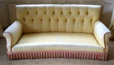 A GOOD QUALITY YELLOW GROUND UPHOLSTERED THREE SEATER SOFA. 190 cm x 90 cm. Note: This sofa matches