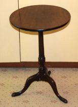 A GEORGE III MAHOGANY TABLE with circular top. 70 cm x 30 cm.