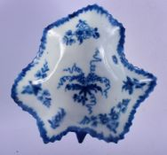 18th c. Worcester good leaf shaped dish painted with the Pickle Leaf Vine pattern, workman's mark.