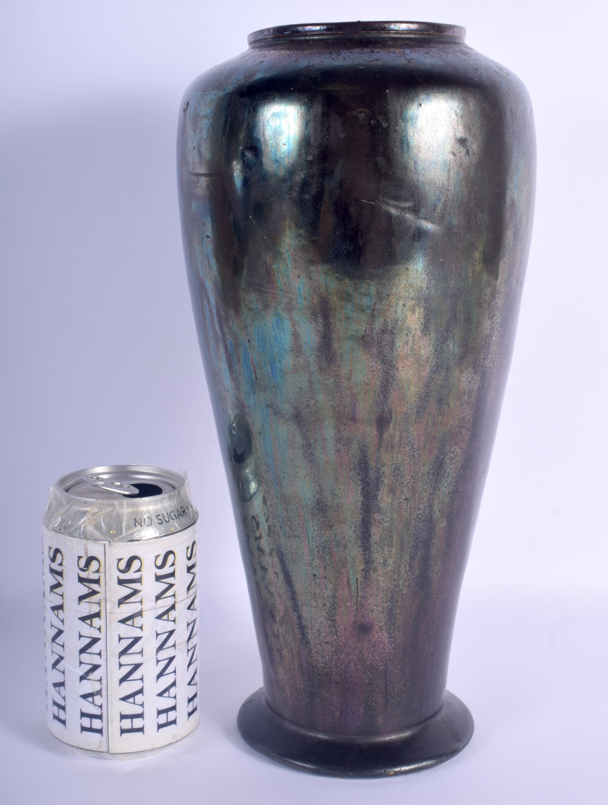 AN UNUSUAL EARLY 20TH CENTURY IRIDESCENT FAVRILLE TYPE POTTERY VASE in the manner of Tiffany & Co. 3