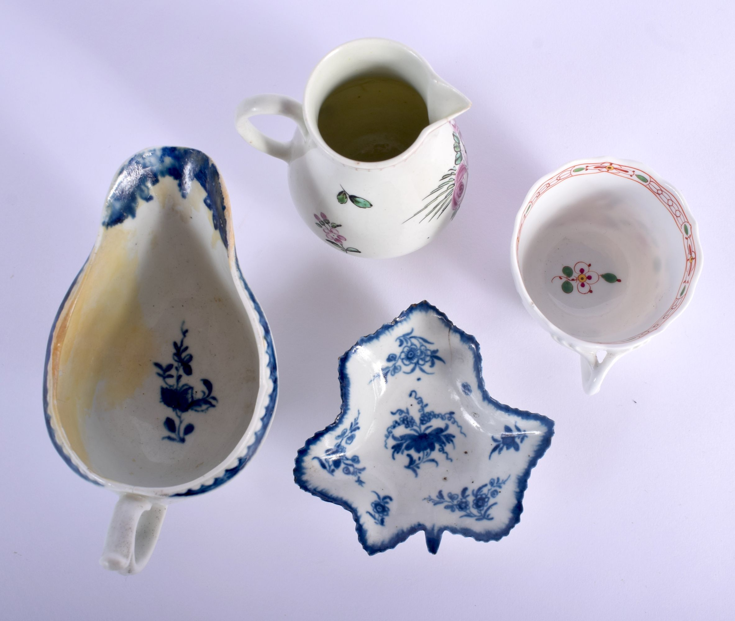 AN 18TH CENTURY WORCESTER SPARROW BEAK JUG together a Worcester cream boat etc. Largest 13 cm wide. - Image 3 of 4