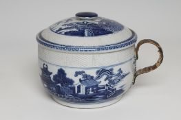 A CHINESE EXPORT PORCELAIN CHAMBER POT AND COVER of rounded cylindrical form with basket weave