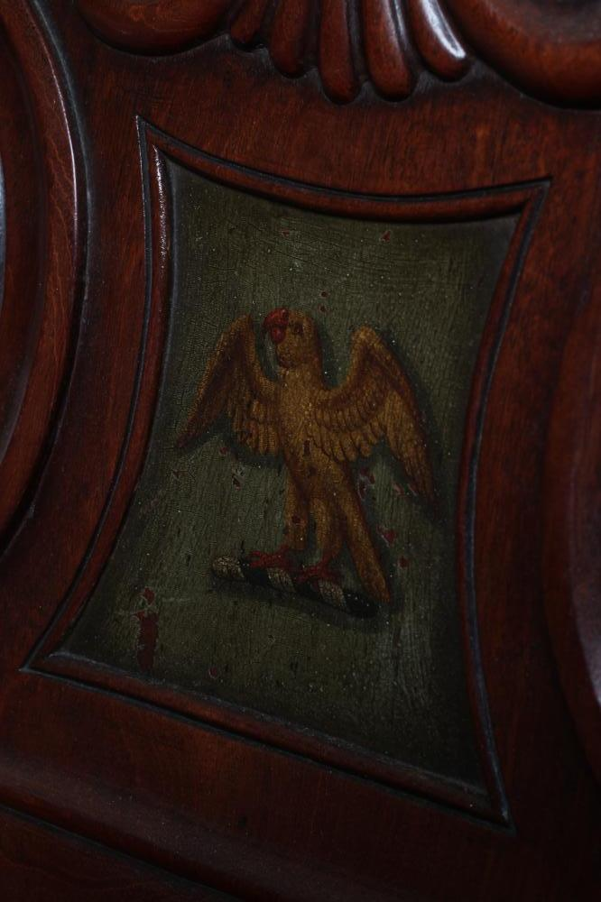 A REGENCY MAHOGANY HALL CHAIR in the manner of Gillow, the shell carved back of C scroll supports - Image 4 of 5