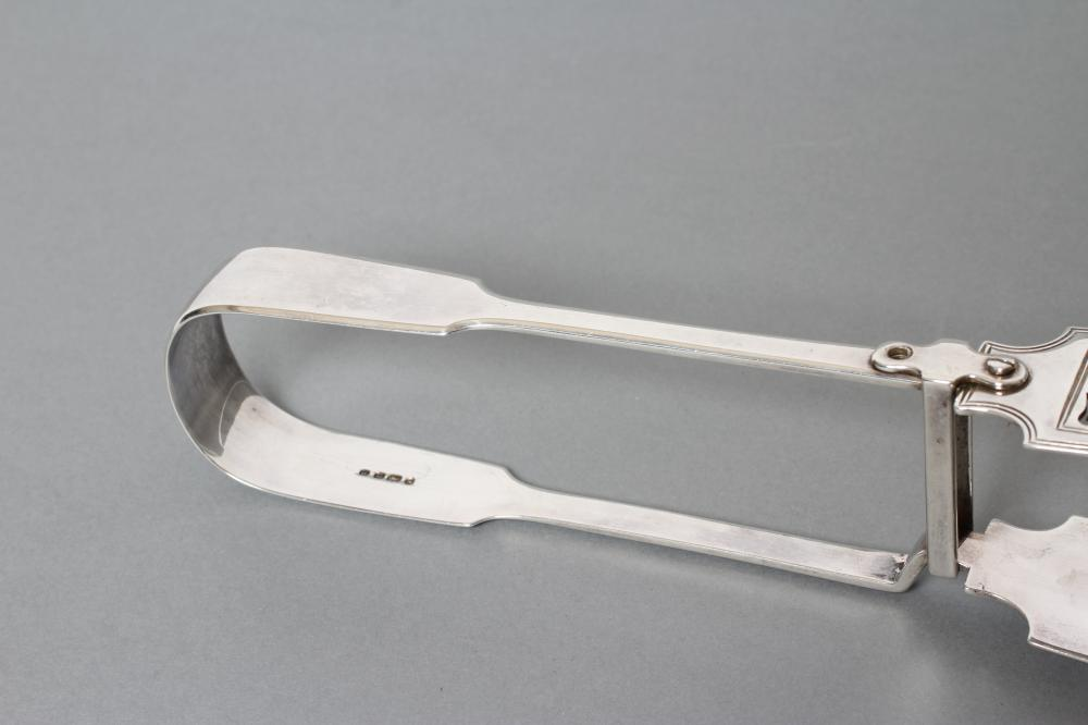 A PAIR OF EARLY VICTORIAN SILVER FIDDLE PATTERN SERVING TONGS, maker's mark ?W, London 1844, with - Image 3 of 3