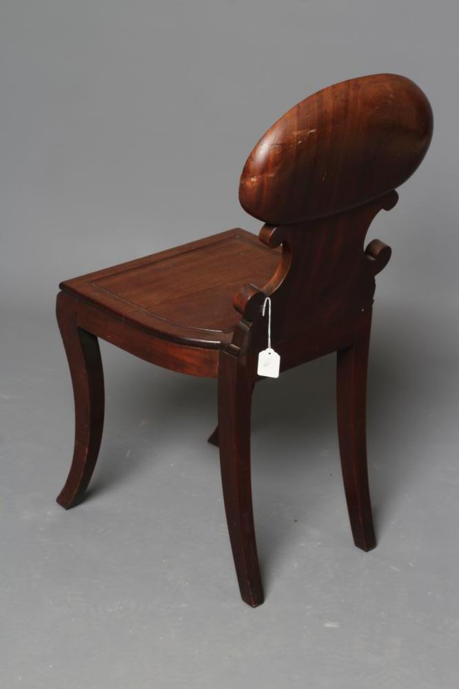 A REGENCY MAHOGANY HALL CHAIR in the manner of Gillow, the shell carved back of C scroll supports - Image 5 of 5