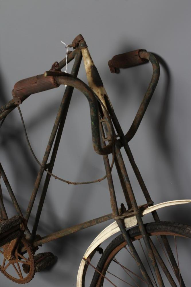 """A LISTER """"DURSLEY PEDERSEN"""" BICYCLE, c.1905, with duplex tubing and cord hammock saddle (Est. plus - Image 2 of 4"""