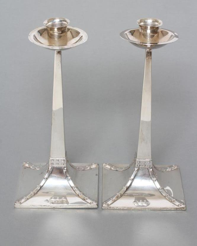 A PAIR OF ARTS AND CRAFTS SILVER CANDLESTICKS, maker Ackroyd Rhodes, London 1916, the deep dished