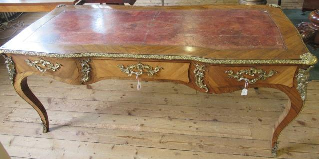 A LOUIS XV STYLE KINGWOOD AND TULIPWOOD BUREAU PLAT, 19th century, of serpentine form with gilt - Image 5 of 9