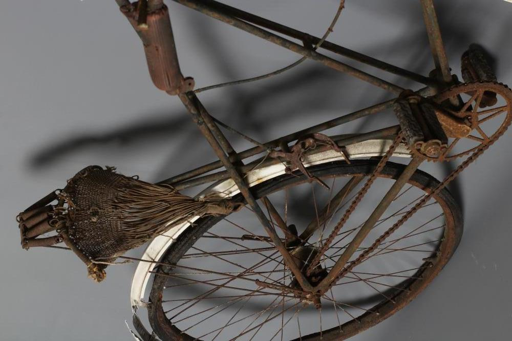 """A LISTER """"DURSLEY PEDERSEN"""" BICYCLE, c.1905, with duplex tubing and cord hammock saddle (Est. plus - Image 3 of 4"""