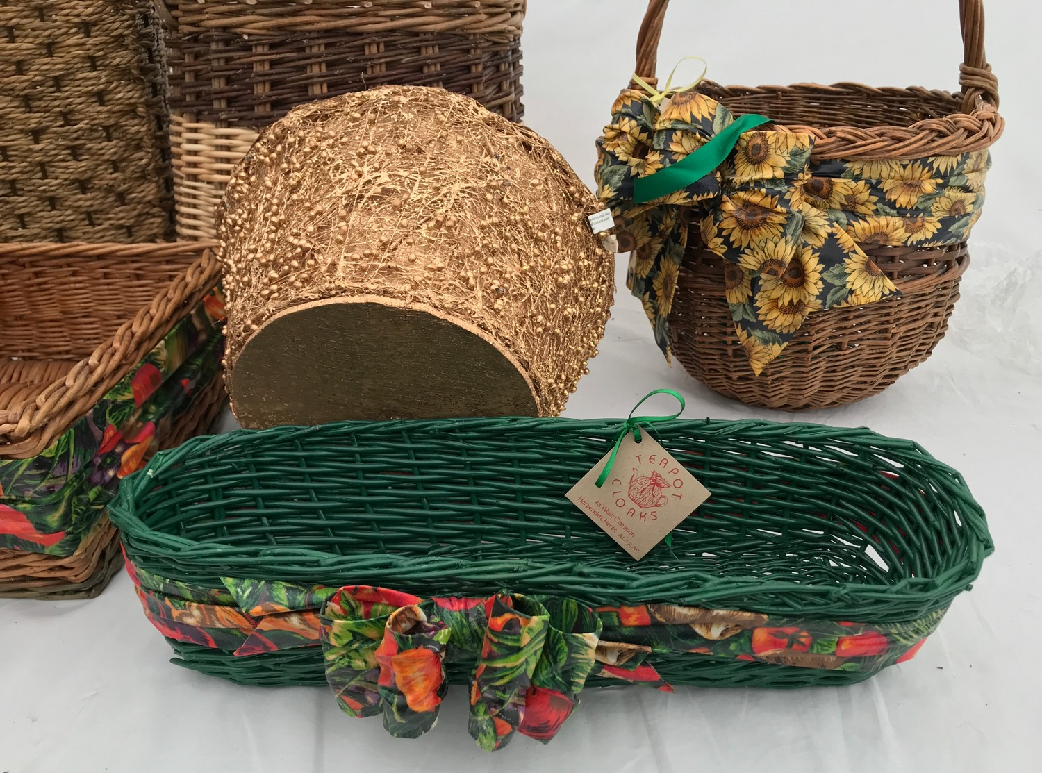 A selection of wicker baskets including a cutlery basket, french bread basket and others.Condition - Image 2 of 3
