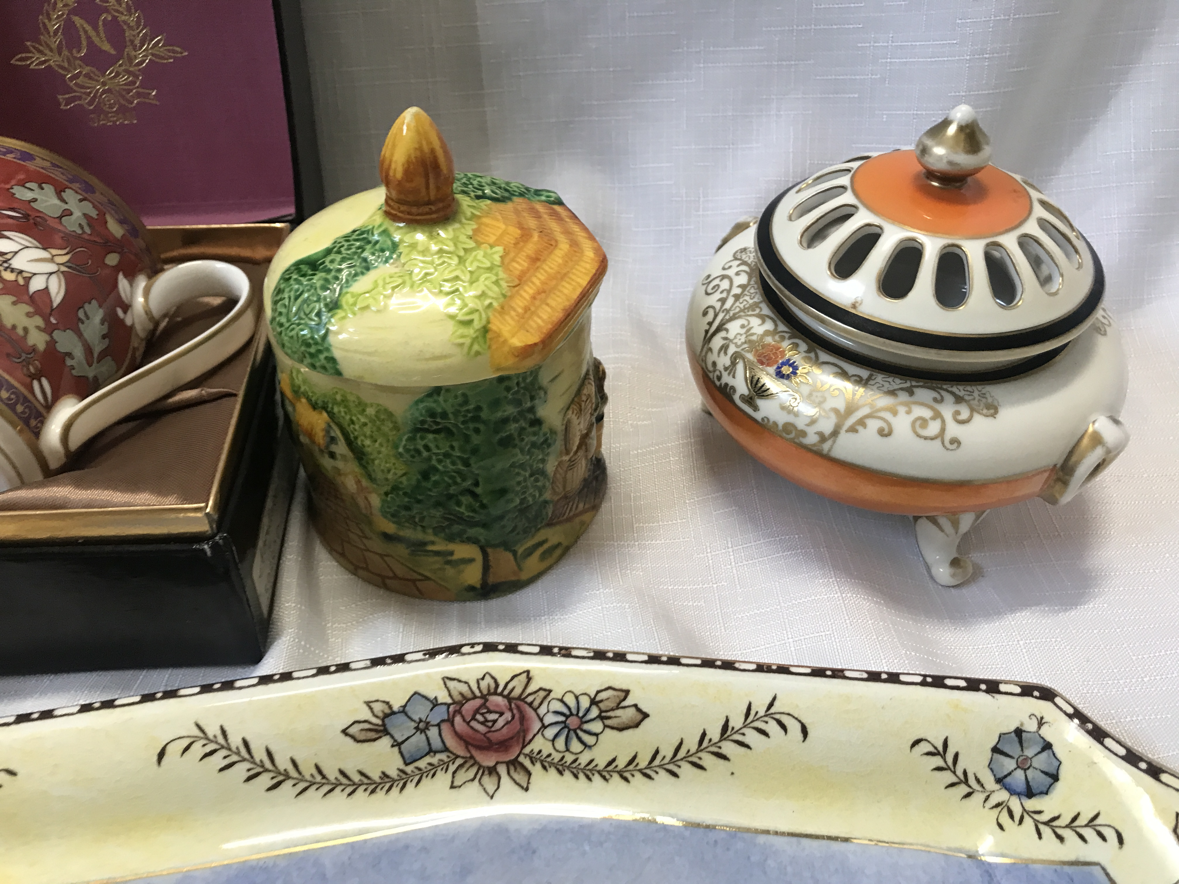 A pottery selection to include a boxed Noritake mug, a Coalport vase , a Wedgewood Angela vase 14cms - Image 5 of 5