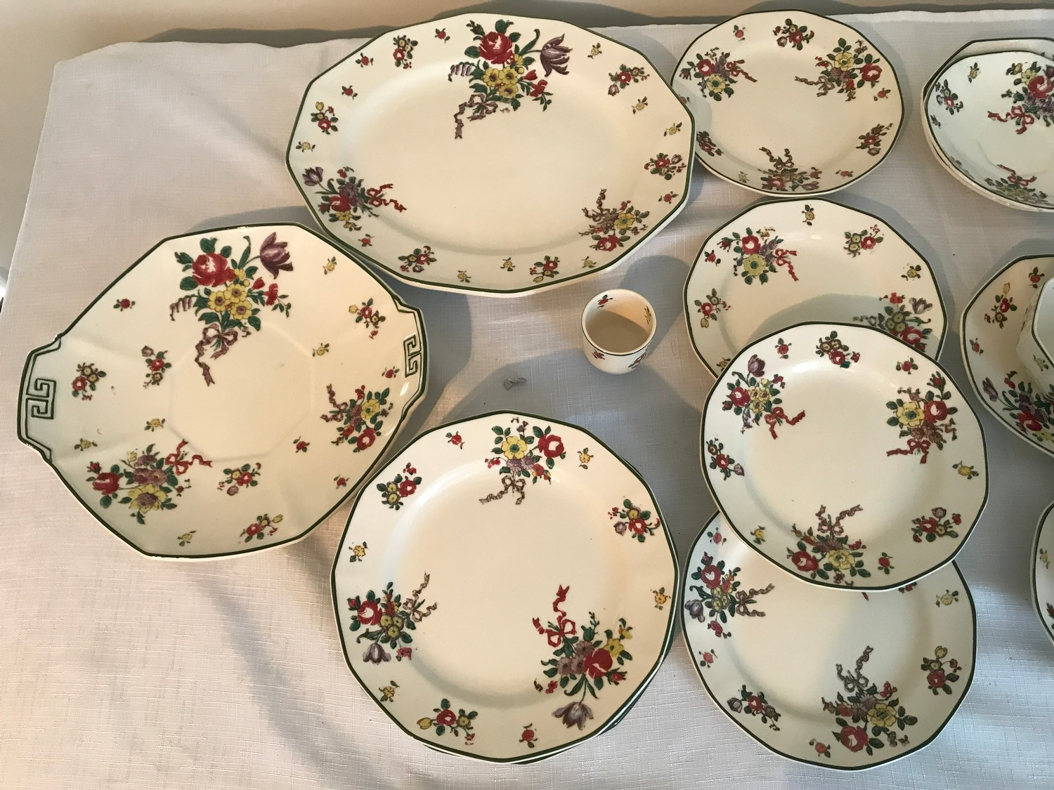 """A part Royal Doulton 36 piece tea service """"Old Leeds Sprays"""" to include large plate 28.5cms, cake - Image 2 of 6"""