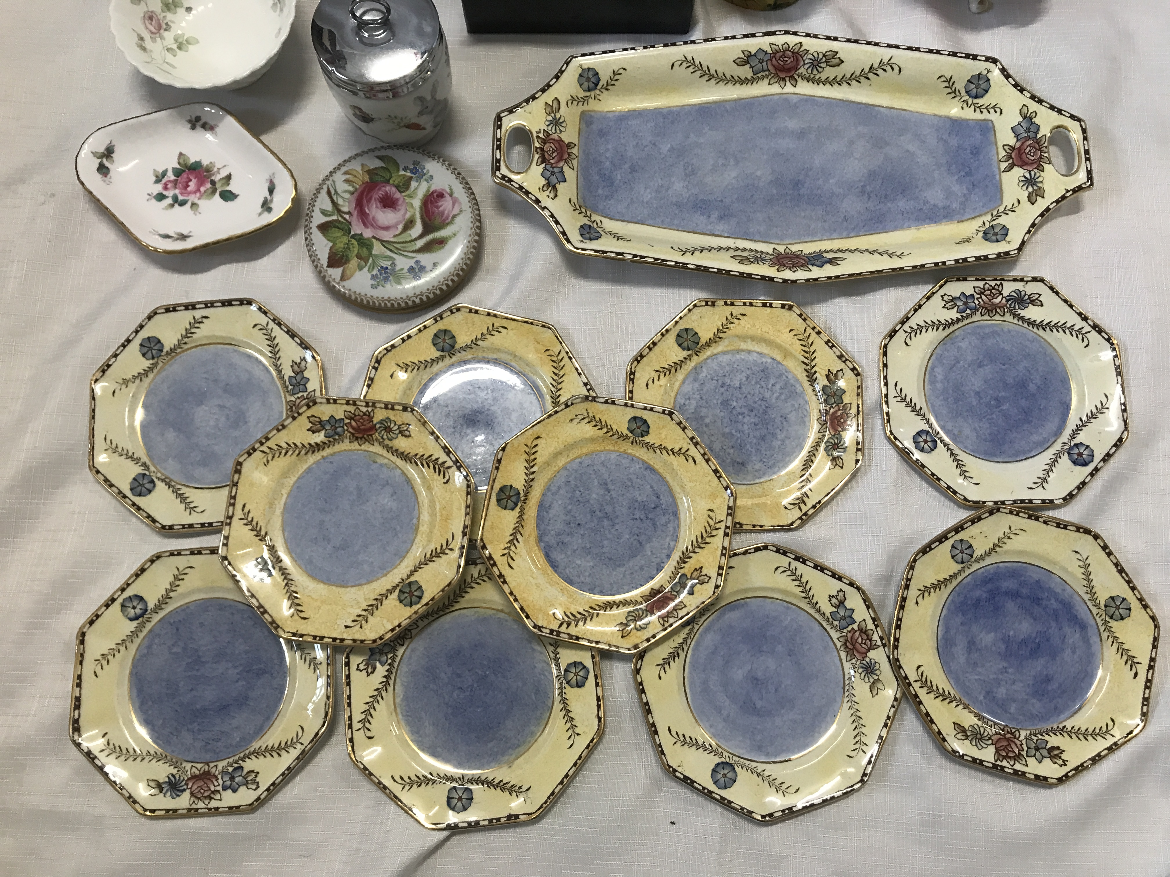 A pottery selection to include a boxed Noritake mug, a Coalport vase , a Wedgewood Angela vase 14cms - Image 2 of 5