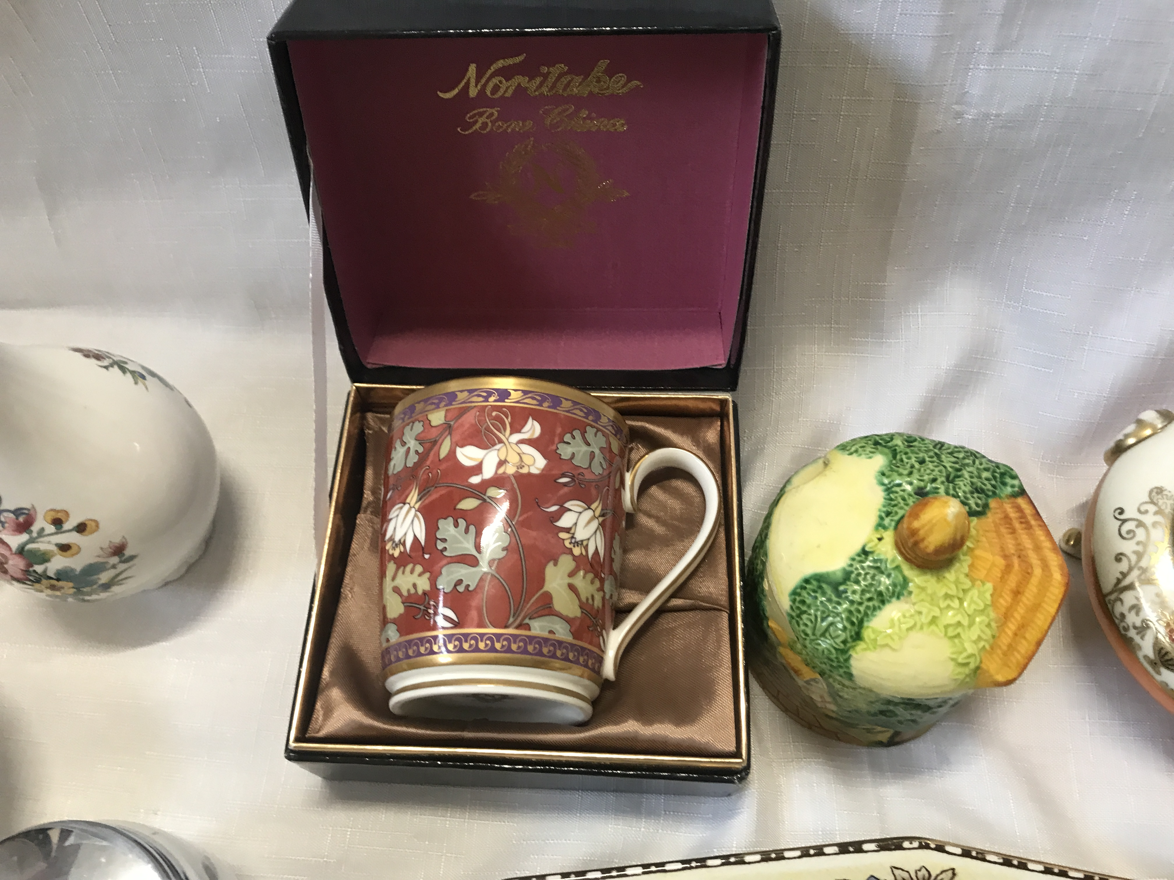 A pottery selection to include a boxed Noritake mug, a Coalport vase , a Wedgewood Angela vase 14cms - Image 4 of 5