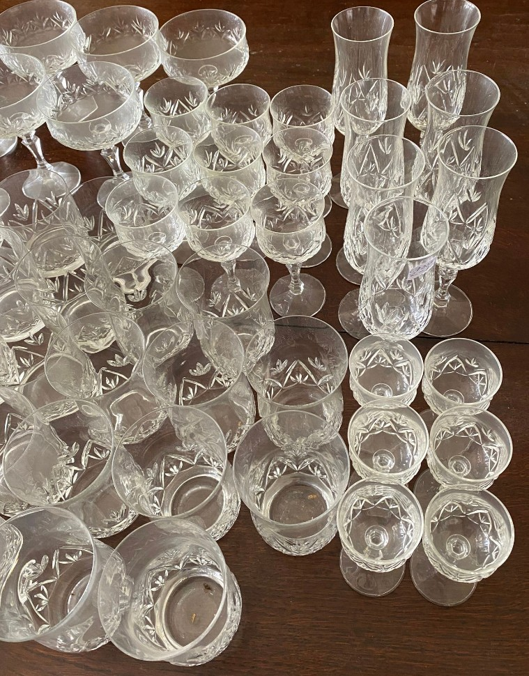 A suite of full lead crystal glasses to include 7 champagne 14cms h, 9 liqueur, 9 sherry, 10 whisky, - Image 4 of 8