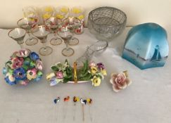 A selection of glass and pottery items to include 6 drinking glasses with cockerel transfer, 5