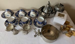 Copeland Spode coffee service, 6 coffee cans and saucers together with modern plated table ware,