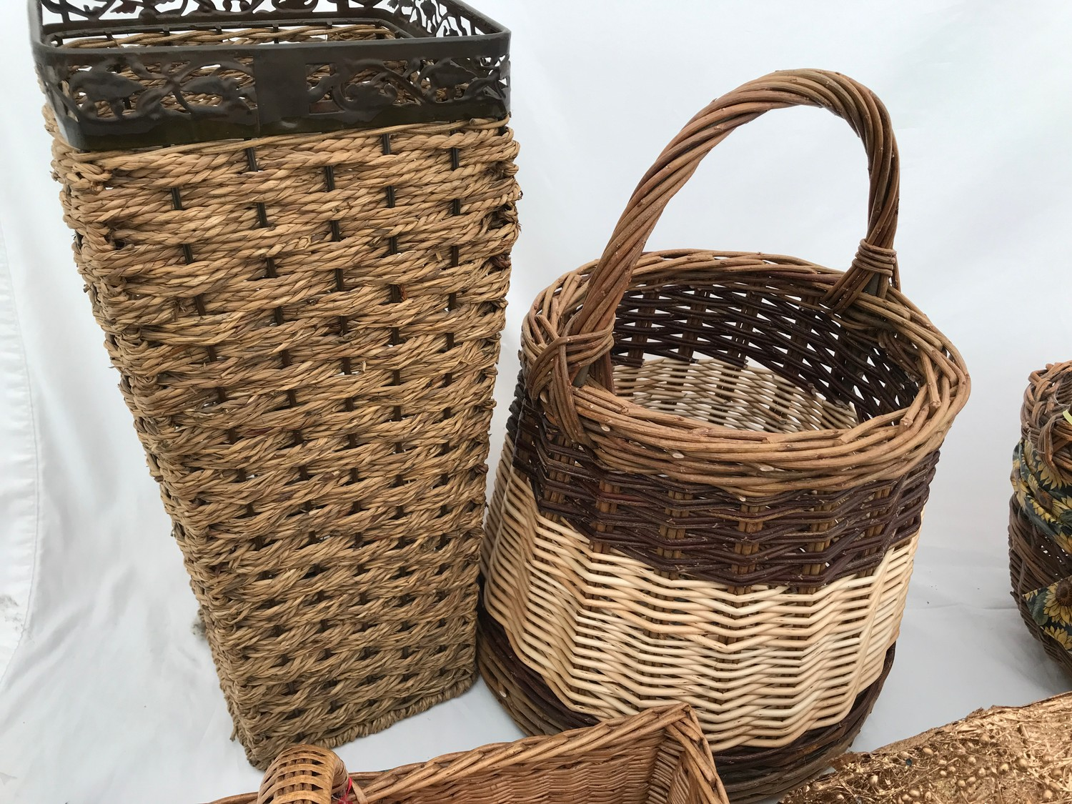 A selection of wicker baskets including a cutlery basket, french bread basket and others.Condition - Image 3 of 3
