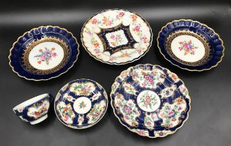 A selection of late 18thc First Period Worcester porcelain to include a pair of blue and gilt side