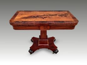 A GOOD QUALITY REGENCY MAHOGANY FOLD OVER CARD / GAMES TABLE, circa 1820, with beautiful rosewood