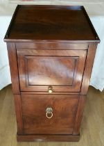 A VERY FINE GEORGE III REGENCY PERIOD MAHOGANY BEDSIDE CABINET, circa 1810, with a raised three