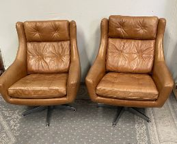 A PAIR OF VERY GOOD MID CENTURY MODERN STYLE TAN LEATHER BUTTON BACK BOWL SEAT ARMCHAIRS, with