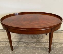 A VERY FINE OVAL SHAPED MAHOGANY INLAID COFFEE TABLE, with raised gallery edge having inlaid detail,
