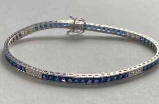 A STUNNING 18CT WHITE GOLD SAPPHIRE AND DIAMOND TENNIS BRACELET, with princess cut sapphires