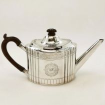 A VERY FINE AND RARE LATE 18TH CENTURY IRISH SILVER TEAPOT, Dublin, date letter of Z for 1796, maker