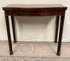 A GOOD QUALITY GEORGIAN STYLE MAHOGANY FOLD OVER CARD TABLE / HALL TABLE, with serpentine shaped top