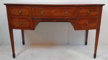 A VERY FINE EDWARDIAN SATINWOOD BOW FRONTED DRESSING TABLE / DESK, with book matched / cross-banded