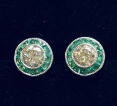 A FANTASTIC PAIR OF 18CT WHITE GOLD ART DECO STYLE DIAMOND AND EMERALD TARGET EARRINGS, with a centr