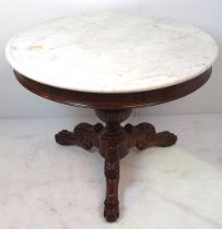 A VERY FINE 19TH CENTURY MAHOGANY MARBLE TOPPED CENTRE 'GUERIDON' TABLE, the white marble top sits u