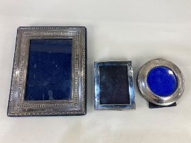 An Elizabeth II silver photograph frame, maker Carr's of Sheffield 1996, for photo 9.5cm by 13cm,