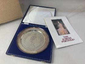 An Elizabeth II silver, Silver Jubilee commemorative plate, makers Roberts & Dore Ltd, London