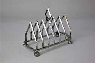 A George V silver toast rack six divisions with central handle, London 1910, 12oz 16cm