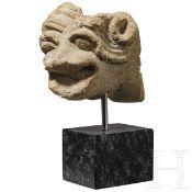 Spätromanischer Groteskenkopf aus Sandstein, Frankreich, 12. Jhdt.