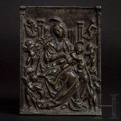 Bronzeplakette mit thronender Maria, Augsburg, Umkreis Hans Schwarz, um 1520