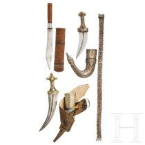 Zwei Dolche, ein Messer und Gürtel, Jemen, Indonesien und Kaukasus, 19./20. Jhdt.