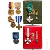 Orden der Krone von Italien - Kreuz der Ritter im Etui und weitere Auszeichnungen, Italien, 20. Jhdt