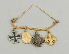 Ordenskette, 1. H. 20. Jh., 4 kleine Orden aufgereiht an einer doppelten Goldkette mit