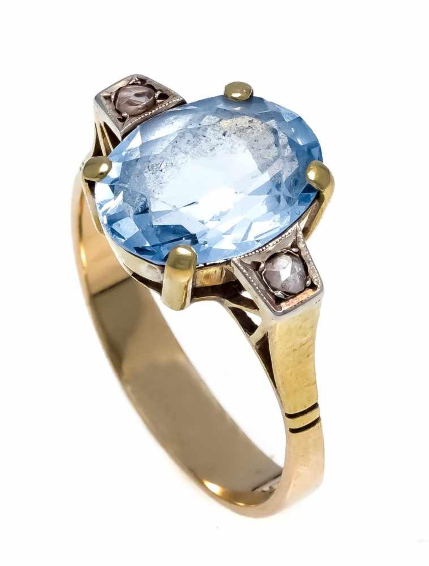 Synt.Spinell-Diamant-Ring GG 585/000 mit einem oval fac. blauen synt. Spinell 12,2 x 9,3 mm und 2