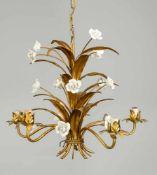 Deckenlampe, Ende 19. Jh., in Gebindeform mit Blättern und Porzellanblüten (Rosen), leicht ber. &