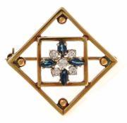 Saphir-Brillant-Brosche GG 585/000 mit 4 fac. Saphir-Navettes 4,5 x 2,5 mm in guter Farbe und 5