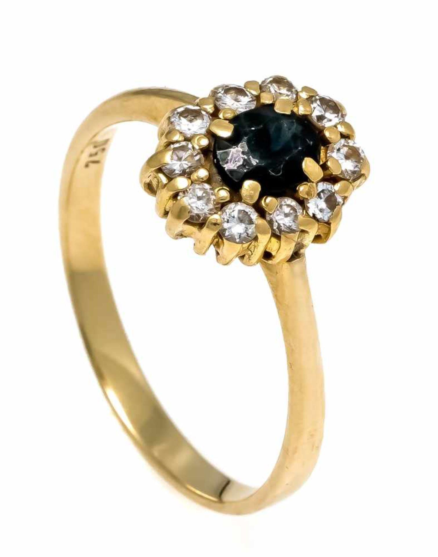 Saphir-Brillant-Ring GG 750/000 mit einem oval fac. Saphir 5 x 4,3 mm und 10 Brillanten, zus. 0,25