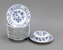 Butter dish and 12 dessert plates, Meissen, 1st choice, decor onion pattern in underglaze blue, 12