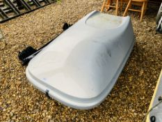 A HALFORDS VEHICLE TOP BOX PLUS A PAIR OF THULE ROOF BARS AND PAIR OF SUZUKI ROOF BARS (KEYS WITH