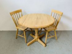 A CIRCULAR DROP SIDE BEECH WOOD KITCHEN TABLE WITH FOUR CHAIRS